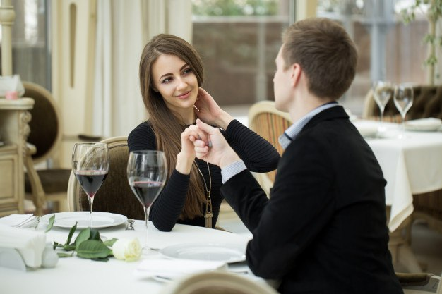 How to seduce someone on a date?